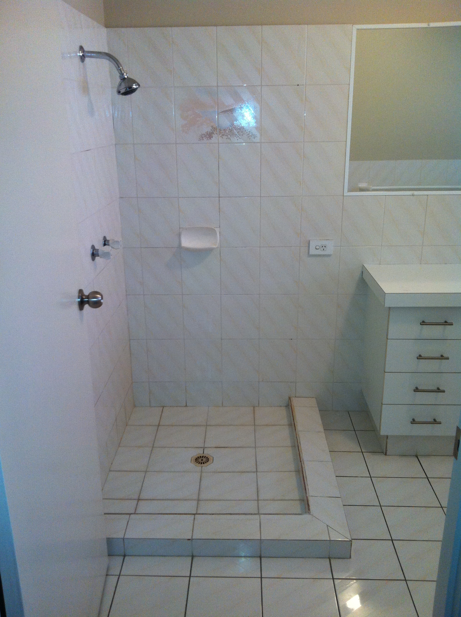 Bathroom Before Resurfacing