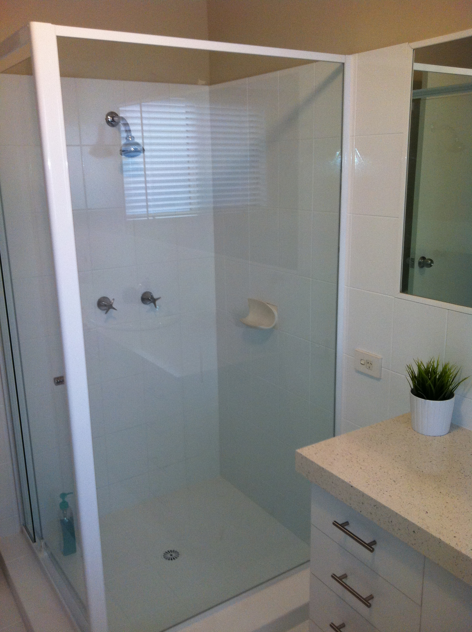 Renew bathrooms and kitchens gold coast for Renew bathroom