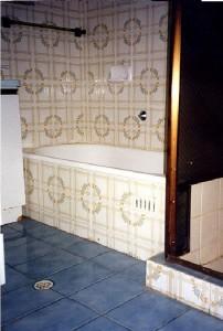 Bathrooms Gold Coast - before resurfacing