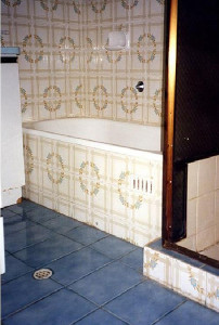 Bathrooms Gold Coast - before resurfacing